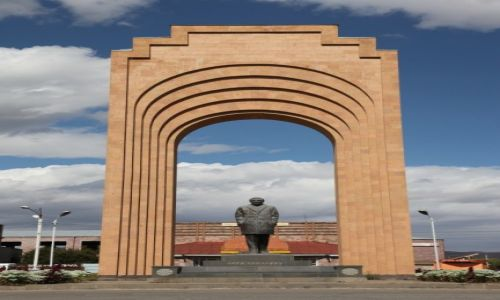 ARMENIA / Shirak / Gyumri / Pomnik Charlesa Aznavoura w Gyumri