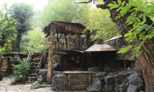 Zdjecie ARMENIA / Shirak / Gyumri / Bajkowa kafejka w parku