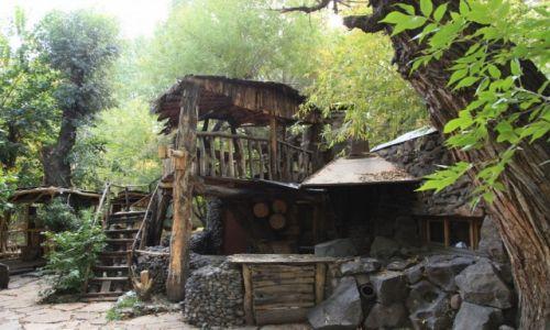 ARMENIA / Shirak / Gyumri / Bajkowa kafejka w parku