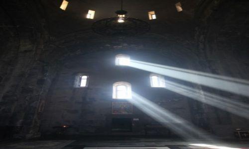 Zdjecie ARMENIA / Sjunik / Zespół klasztorny Tatev / Wnętrze kościoła św. Piotra i Pawła w Tatev