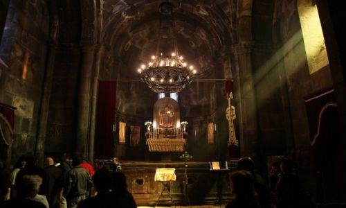 Zdjęcie ARMENIA / Kotajk / Geghard / W świątyni