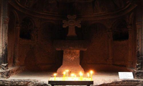 Zdjecie ARMENIA / Kotajk / Klasztor Geghard, świątynia w skale / Ołtarz