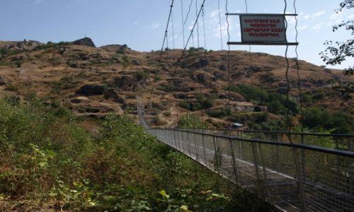 Zdjęcie ARMENIA / Goris / Stary Khndzoresk / Wiszący most