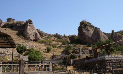 Zdjęcie ARMENIA / Goris / Stare Goris / Cmentarz w Starym Goris - ormiańskiej Kapadocji
