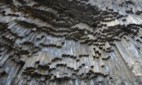 Zdjecie ARMENIA / Garni / W dolinie rzeki Azat / Symfonia skał - bazaltowe cudo przyrody
