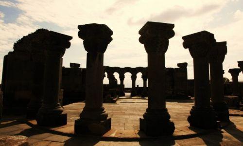 Zdjęcie ARMENIA / Eczmiadzin / Zvartnots / Tajemnica i potęga