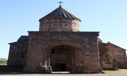 Zdjęcie ARMENIA / Sjunik / Tatev  / Wejście do świątyni