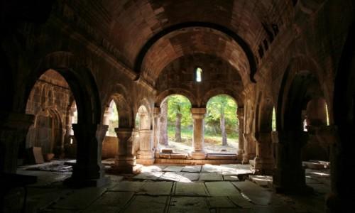 Zdjecie ARMENIA / Lori Marz / Klasztor w Sanahin  / Kunszt mistrzów średniowiecznych