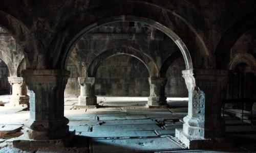 Zdjęcie ARMENIA / Lori Marz / Klasztor w Sanahin  / Filary tysiącletniej świątyni