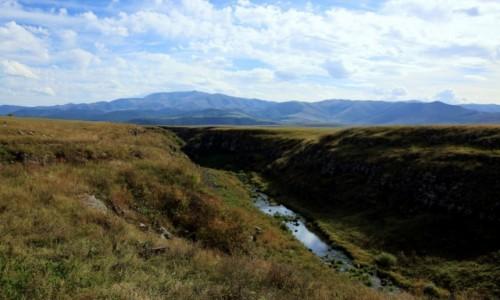 Zdjecie ARMENIA / Shirak / Okolice Gyumri  / Rów tektoniczny