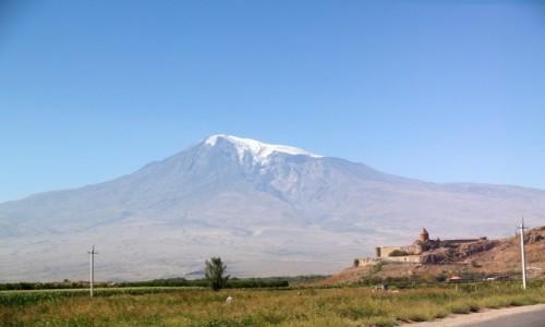 Zdjecie ARMENIA / -Artashat / Prowincja Araratska / Khor Virap a w tle Swieta Gora Ararat
