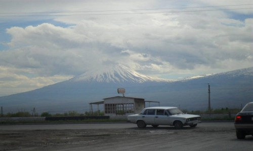 Zdjecie ARMENIA / Erywań / Erywań / Na tle Araratu