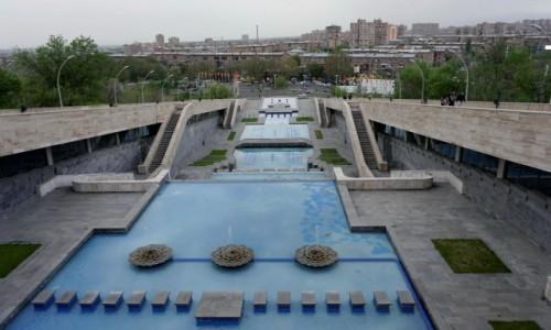 Zdjecie ARMENIA / - / Erewań / Schody przed kompleksem sportowym Karena Demircziana