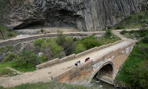 Zdjecie ARMENIA / Kotajk / Garni / Kamienne organy i most nad rzeką Azat