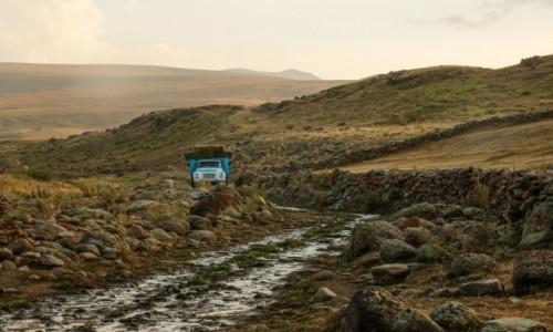 ARMENIA / 60 km. od Erywania / óry Gegamskie / Droga pod Azhdahak