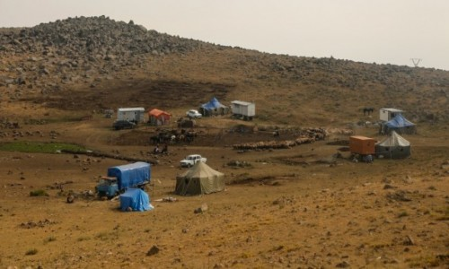 ARMENIA / ok. Aragats / droga na Aragats / Koczownicze obozowisko