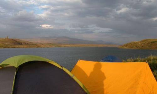 Zdjecie ARMENIA / pd Armenia / Jezioro Artsvanik / widok z namiotu na jezioro