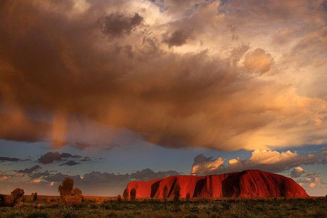 Zdjęcia: Uluru, Terytorium Północne, Burza nad Uluru, AUSTRALIA