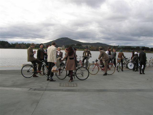 Zdjęcia: Canberra-stolica Australii, ACT, Celebranci-swietuja urodziny krolowej Anglii, AUSTRALIA