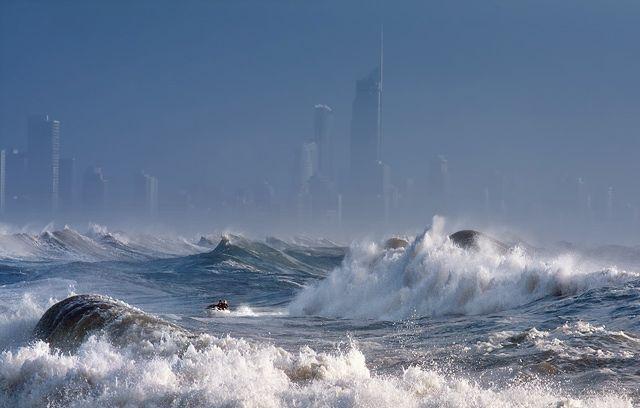 Zdjęcia: Surfer's Paradise, Queensland, sztorm na oceanie, AUSTRALIA