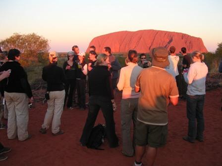 Zdjęcia: Ayers Rock, Northern Teritory, Czekając na zachód słońca, AUSTRALIA