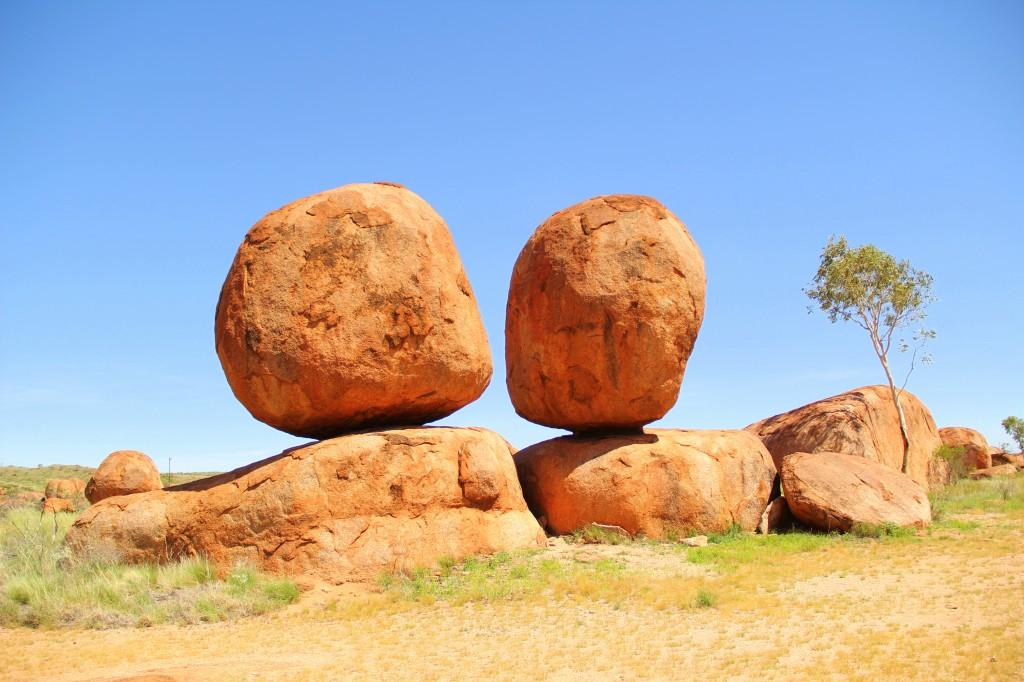Zdjęcia: Uluru , Terytorium Północne, Diabelski kulki, AUSTRALIA