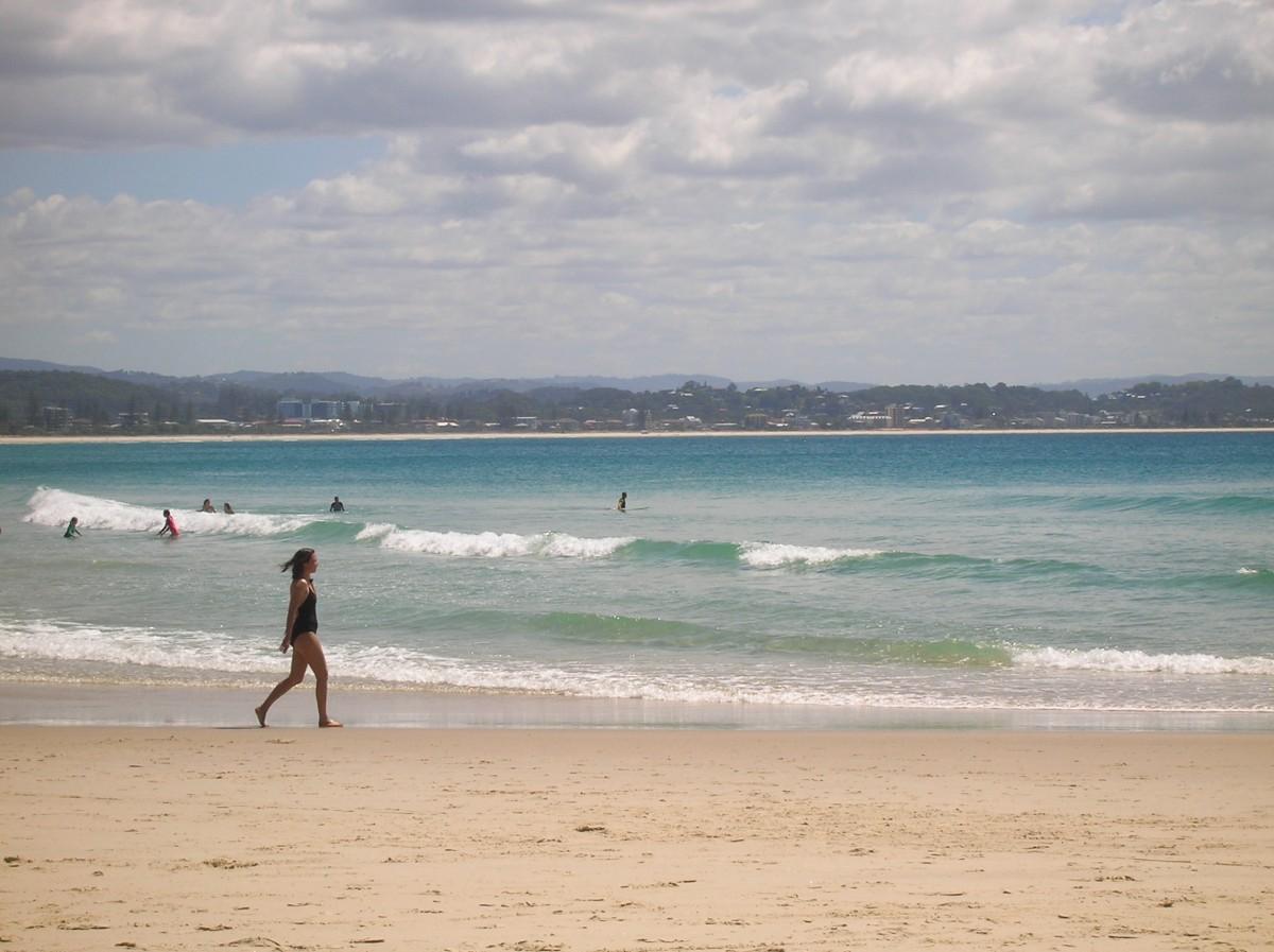 Zdjęcia: Gold Coast, Qld, Dziewczyna biegnaca na plazy, AUSTRALIA