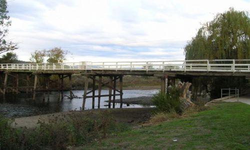 Zdjecie AUSTRALIA / NSW / Tumut--miasto we wsch. Australii. / Stary, drewniany, zabytkowy most