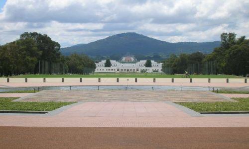 AUSTRALIA / ACT / Canberra / Stary parlament w Canberze i gora Ainslie