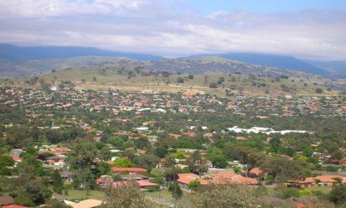 AUSTRALIA / ACT / Tuggeranong Valley / Osiedle w dolinie