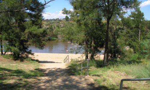 Zdjecie AUSTRALIA / ACT / Pine island / Kapiel w Murrambigi River