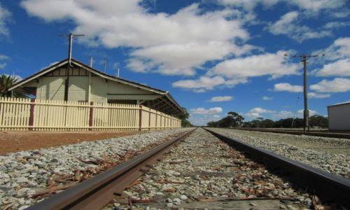 Zdjecie AUSTRALIA / Pn od Albany / Lake Grace / stacja kolejowa