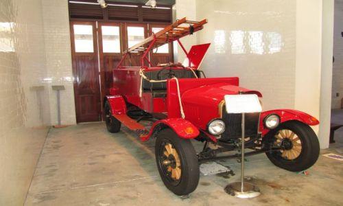 Zdjęcie AUSTRALIA / Perth / remiza / Stary samochód strażacki