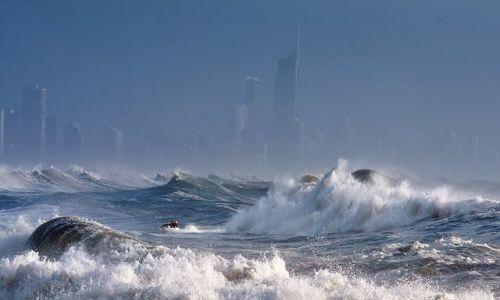 Zdjecie AUSTRALIA / Queensland / Surfer's Paradise / sztorm na oceanie