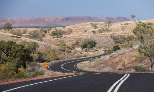 Zdjęcie AUSTRALIA / Red Centre / Mc Donell Ranges / Droga w Outbacku