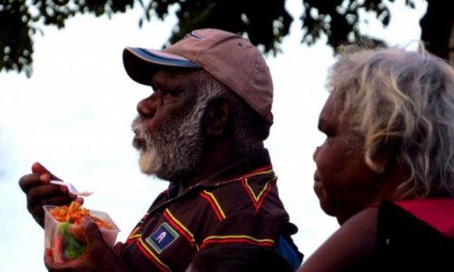 AUSTRALIA / Cairns / Park miejski / Aborygeni na koncercie muzycznym