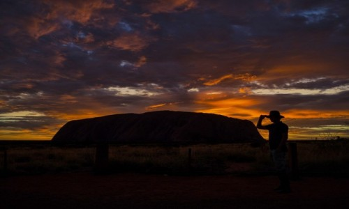 Zdjęcie AUSTRALIA / Northern Territory / Ayers Rock / Świt nad skałą