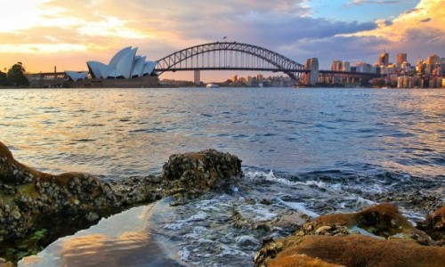 Zdjecie AUSTRALIA / Sydney / Mrs Macquire's Chair / Sydney Opera House o zachodzie słońca