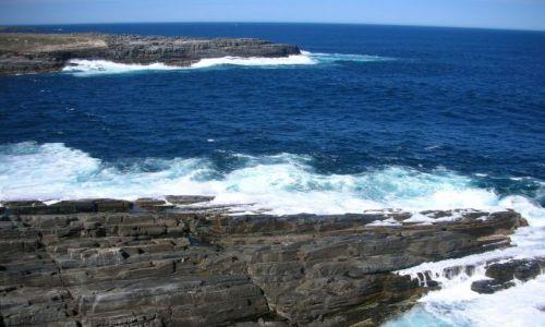 Zdjecie AUSTRALIA / KANGAROO ISLAND / BASEN POLUDNIOWOAUSTRALIJSKI / fale rozbijajace sie o skaly...