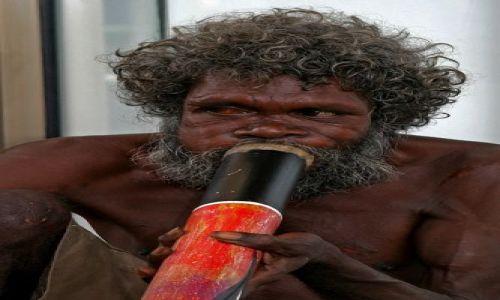 Zdjęcie AUSTRALIA / brak / Darwin / Grający Aborygen