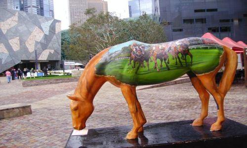 Zdjęcie AUSTRALIA / Melbourne / Federation Square / koń jaki jest każdy widzi