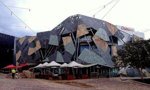 Zdjecie AUSTRALIA / południowa Australia / Melbourne / na  Federation Square po desczu