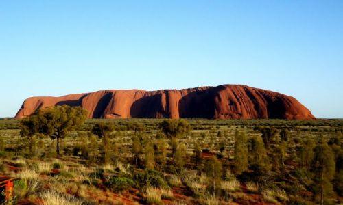 Zdjęcie AUSTRALIA / Terytorium Północne / Uluru /  W porannym słońcu