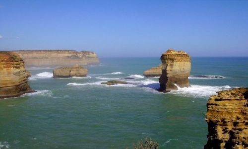 Zdjecie AUSTRALIA / Południowa Australia / Great Ocean Road / kolejne formacje skalne na wybrzeżu oceanu