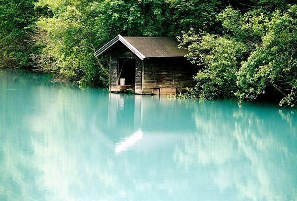 Zdjęcia: Okolice Kaprun, Salzburger Land, Garaż przy jeziorze, AUSTRIA