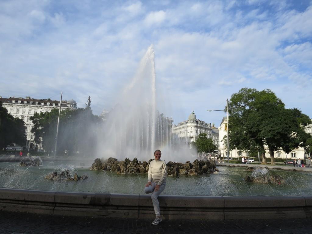 Zdjęcia: Wiedeń, Wiedeń, Fontanna przy Pomniku zwycięstwa, AUSTRIA