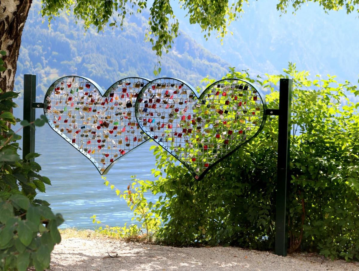 """Zdjęcia: Gmunden,  zamek """"Schloss Orth""""  na jeziorze Traunsee, AUSTRIA"""