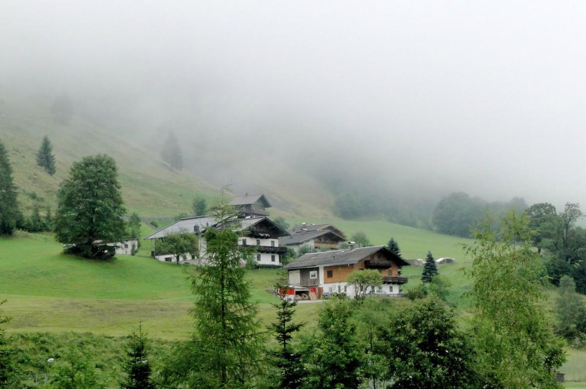 Zdjęcia: Fusch an der Grossglocknerstrasse , Kraj Salzburski, Poranek w alpejskiej wiosce, AUSTRIA