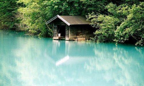 Zdjecie AUSTRIA / Salzburger Land / Okolice Kaprun / Garaż przy jeziorze