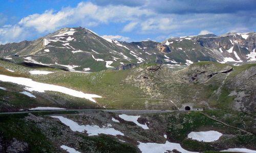 AUSTRIA / Karyntia - Tyrol wschodni / droga do Lodowca Pasterze  / Droga znika w tunelu